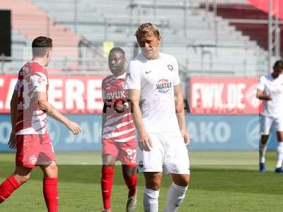 Fotos von FC Würzburger Kickers - FC Erzgebirge Aue auf sportfotografie.de