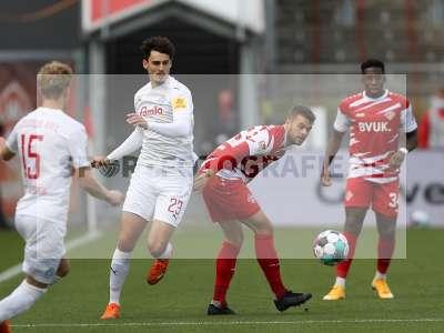 Fotos von FC Würzburger Kickers - Holstein Kiel auf sportfotografie.de