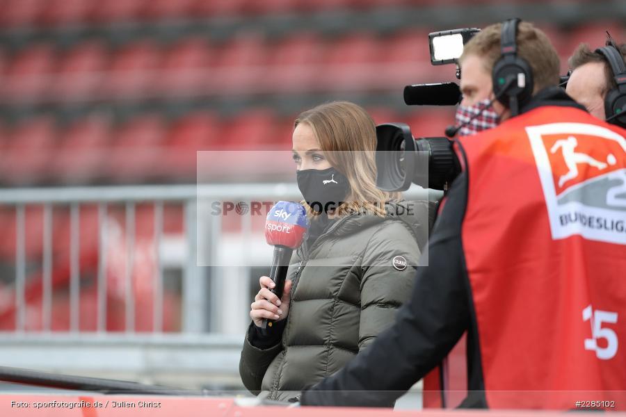 Interview, sky sport, Moderatorin, Nele Schenker, FLYERALARM Arena, Würzburg, 22.11.2020, DFL, sport, action, Fussball, Deutschland, November 2020, Saison 2020/2021, 2. Bundesliga, Hannover 96, FC Würzburger Kickers - Bild-ID: 2285102