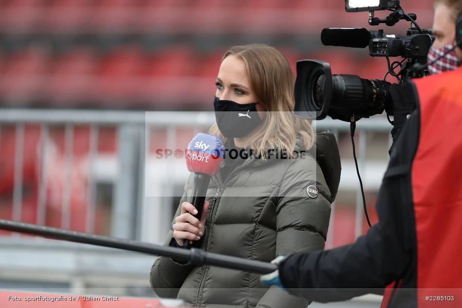 Interview, sky sport, Moderatorin, Nele Schenker, FLYERALARM Arena, Würzburg, 22.11.2020, DFL, sport, action, Fussball, Deutschland, November 2020, Saison 2020/2021, 2. Bundesliga, Hannover 96, FC Würzburger Kickers - Bild-ID: 2285103