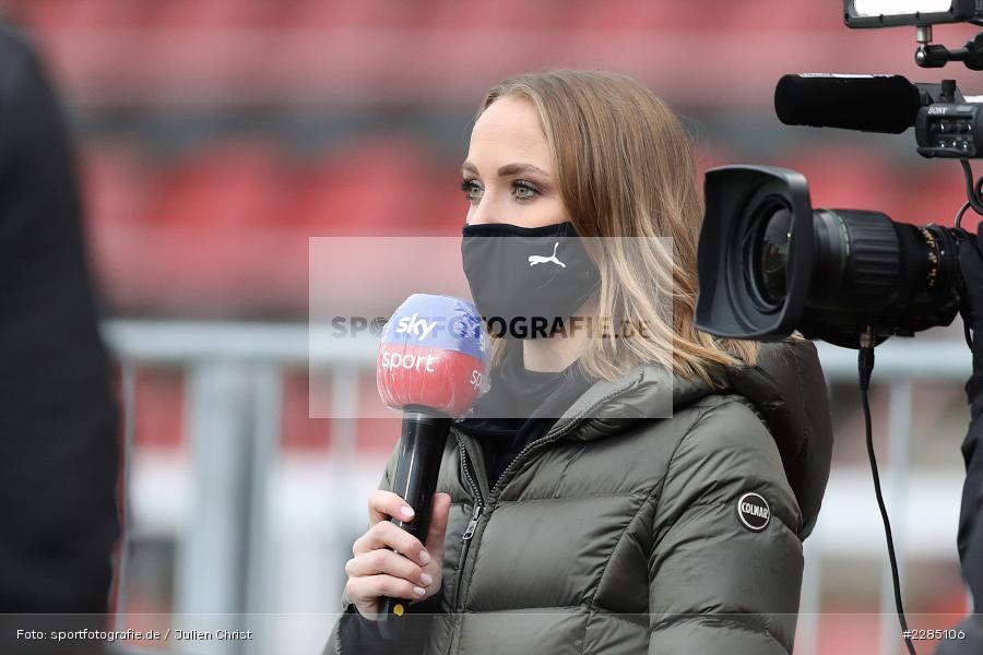 Interview, sky sport, Moderatorin, Nele Schenker, FLYERALARM Arena, Würzburg, 22.11.2020, DFL, sport, action, Fussball, Deutschland, November 2020, Saison 2020/2021, 2. Bundesliga, Hannover 96, FC Würzburger Kickers - Bild-ID: 2285106