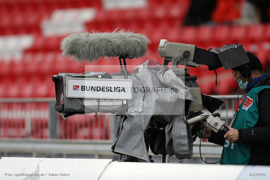 TV-Kamera, TV-Übertragung, Symbolbild, FLYERALARM Arena, Würzburg, 22.11.2020, DFL, sport, action, Fussball, Deutschland, November 2020, Saison 2020/2021, 2. Bundesliga, Hannover 96, FC Würzburger Kickers - Bild-ID: 2285110