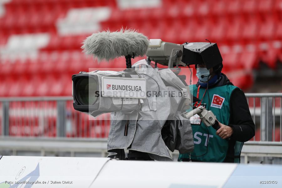 Kameramann, Symbolbild, TV-Übertragung, FLYERALARM Arena, Würzburg, 22.11.2020, DFL, sport, action, Fussball, Deutschland, November 2020, Saison 2020/2021, 2. Bundesliga, Hannover 96, FC Würzburger Kickers - Bild-ID: 2285150