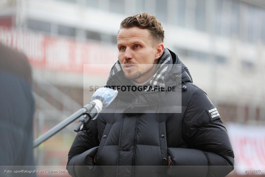 BR Fernsehen, Sportvorstand, Interview, Sebastian Schuppan, FLYERALARM Arena, Würzburg, 22.11.2020, DFL, sport, action, Fussball, Deutschland, November 2020, Saison 2020/2021, 2. Bundesliga, Hannover 96, FC Würzburger Kickers - Bild-ID: 2285177