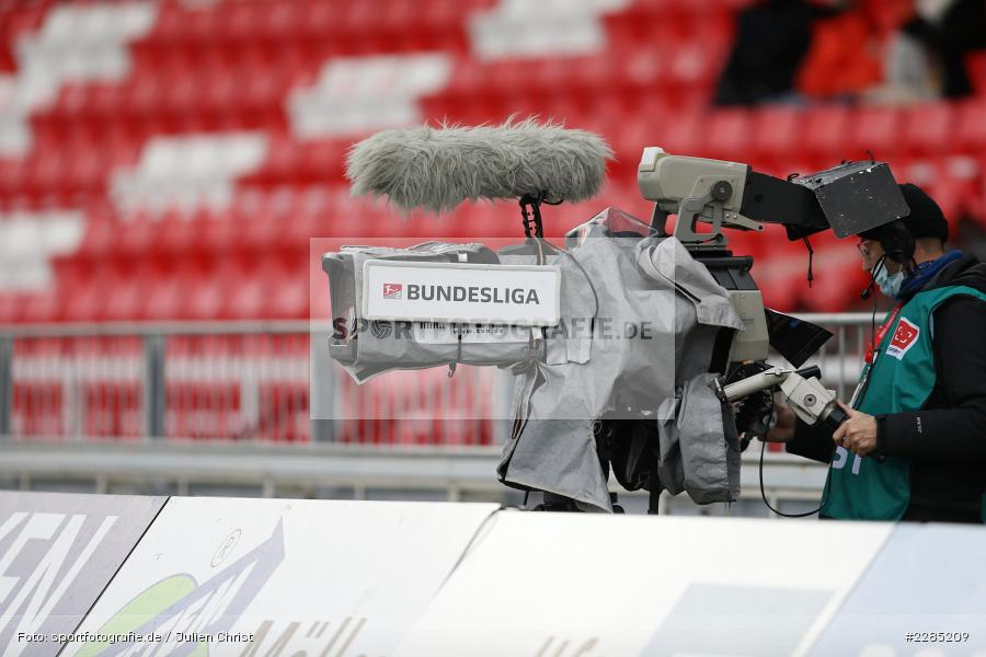 Symbolfoto, TV-Kameramann, FLYERALARM Arena, Würzburg, 22.11.2020, DFL, sport, action, Fussball, Deutschland, November 2020, Saison 2020/2021, 2. Bundesliga, Hannover 96, FC Würzburger Kickers - Bild-ID: 2285209