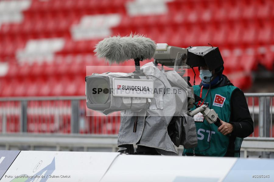 tvn, Symbolbild, Symbolfoto, TV-Kameramann, FLYERALARM Arena, Würzburg, 22.11.2020, DFL, sport, action, Fussball, Deutschland, November 2020, Saison 2020/2021, 2. Bundesliga, Hannover 96, FC Würzburger Kickers - Bild-ID: 2285243