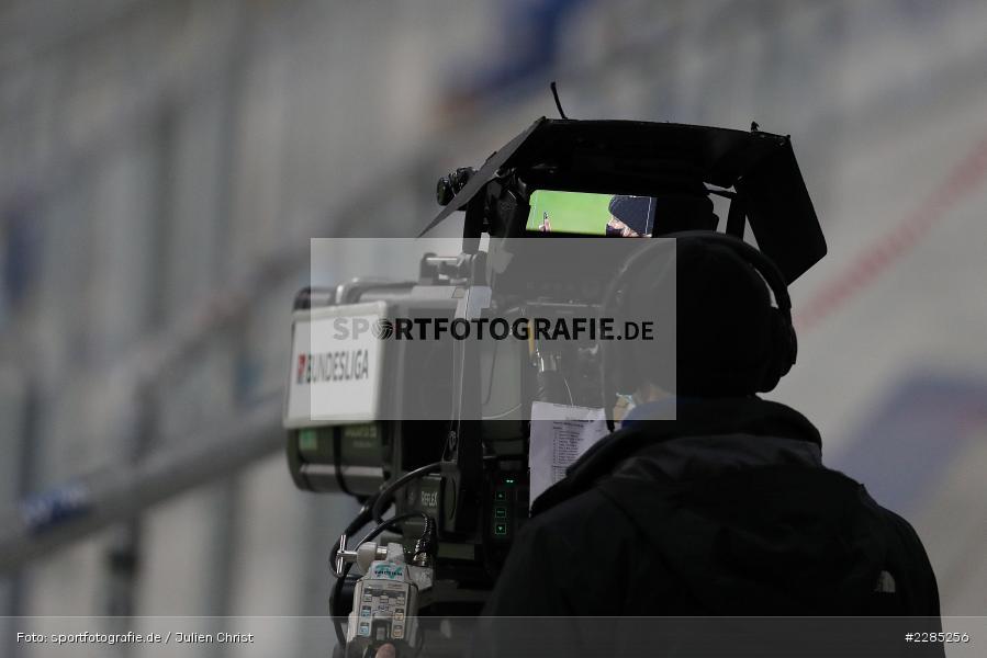 Kameramann, TV Übertragung, Symbolbild, Merck-Stadion am Böllenfalltor, Darmstadt, 27.11.2020, DFL, sport, action, Fussball, Deutschland, November 2020, Saison 2020/2021, 2. Bundesliga, Eintracht Braunschweig, SV Darmstadt 98 - Bild-ID: 2285256