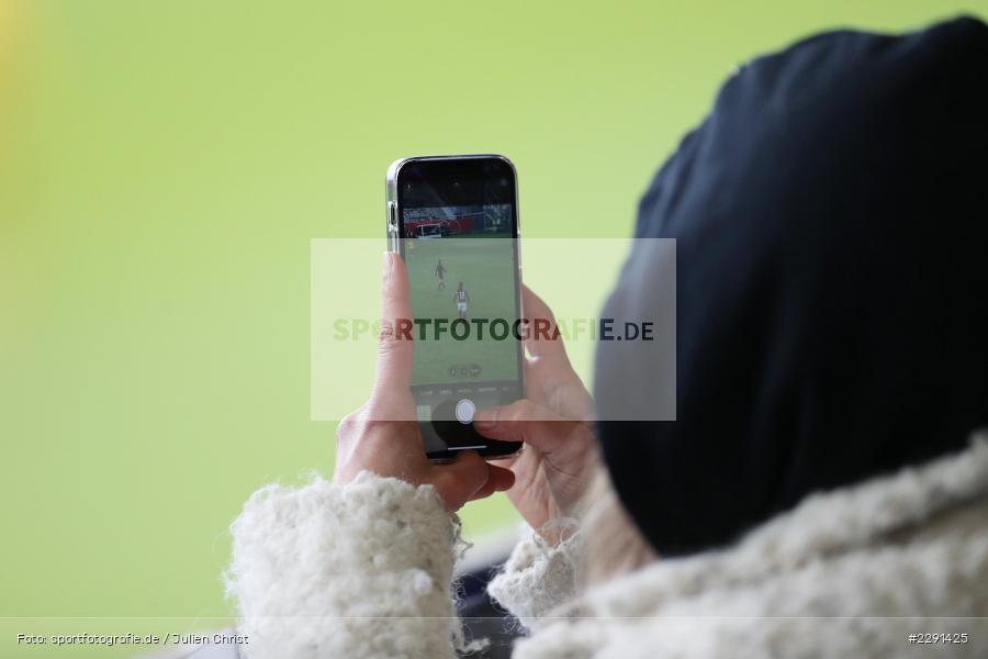 Symbolbild, Spiel, Foto, Smartphone, 10.04.2021, DFB, sport, action, Fussball, April 2021, Australia, Germany, BRITA-Arena, AUS, GER, Wiesbaden, Frauen-Länderspiel, Länderspiel, Australien, Deutschland - Bild-ID: 2291425