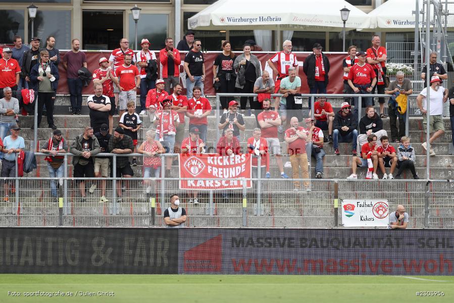 Fans, FLYERALARM Arena, Würzburg, 22.08.2021, DFL, sport, action, Fussball, Deutschland, August 2021, Saison 2021/2022, OSN, FWK, 3. Liga, VfL Osnabrück, FC Würzburger Kickers - Bild-ID: 2303956